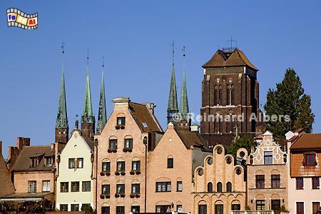 Häuser an der Langen Brücke und Marienkirche im Hintergrund., Polen, Danzig, Gdańsk, Lange Brücke, Długi, Pobrzeże, Marienkirche, Mottlau, Albers, Foto, foreal