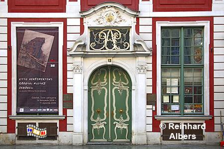 Eingang zum Uphagenhaus. Das Gebäude wurde für den Ratsherrn Johann Uphagen unter Leitung von Johann Benjamin Dreyer bis 1787 gebaut. Stilmäßig vereint es Elemente des Spätbarocks, des Rokokos und frühen Klassizismus., Polen, Danzig, Gdańsk, Rechtstadt, Langgasse, Uphagen, Albers, Foto, foreal
