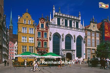 Dwór Artusa (Artushof) am Długi Targ (Langen Markt). Das Bauwerk entstand zwischen 1477 und 1481. Das heutige Aussehen entstand durch eine Umgestaltung unter Abraham van dem Blocke 1616-18., Polen, Danzig, Gdańsk, Dwór, Artusa, Artushof, Albers, Foto, foreal