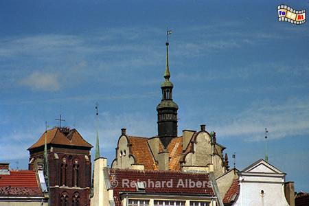 Im Bild links der Turm der Marienkirche ,
